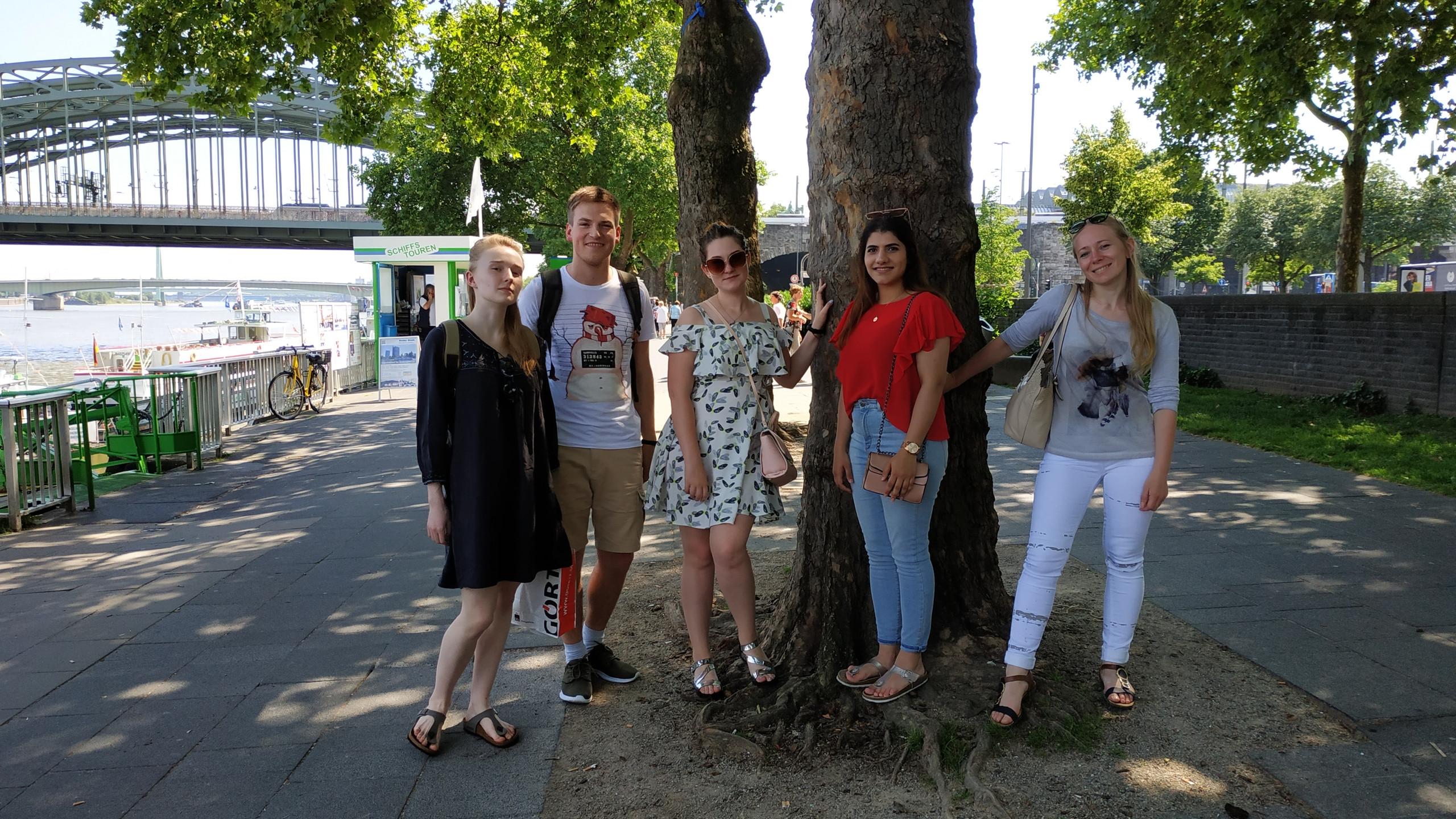 Прогулка по набережной Рейна