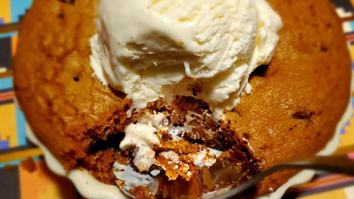 Bee's Cookie Cake