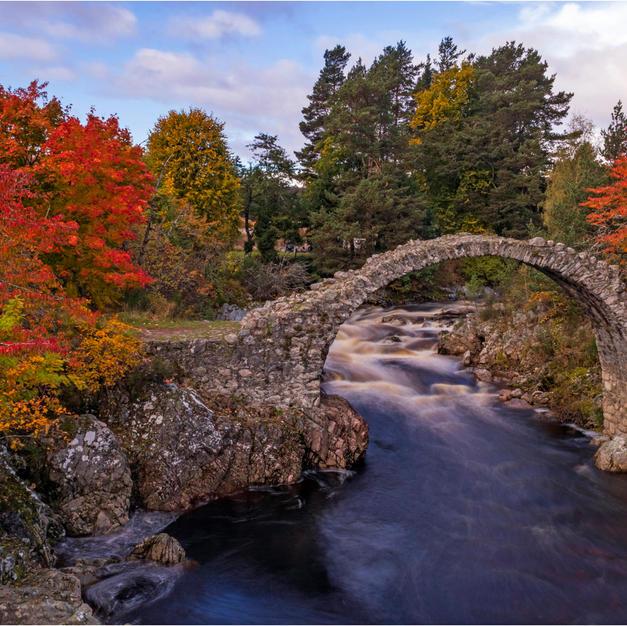 Old Packhorse Bridge, Dulnain.jpg