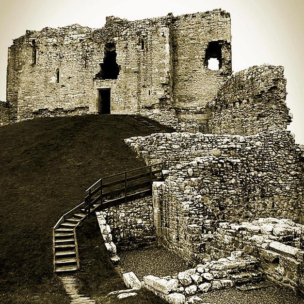 Duffus Castle-1.jpg