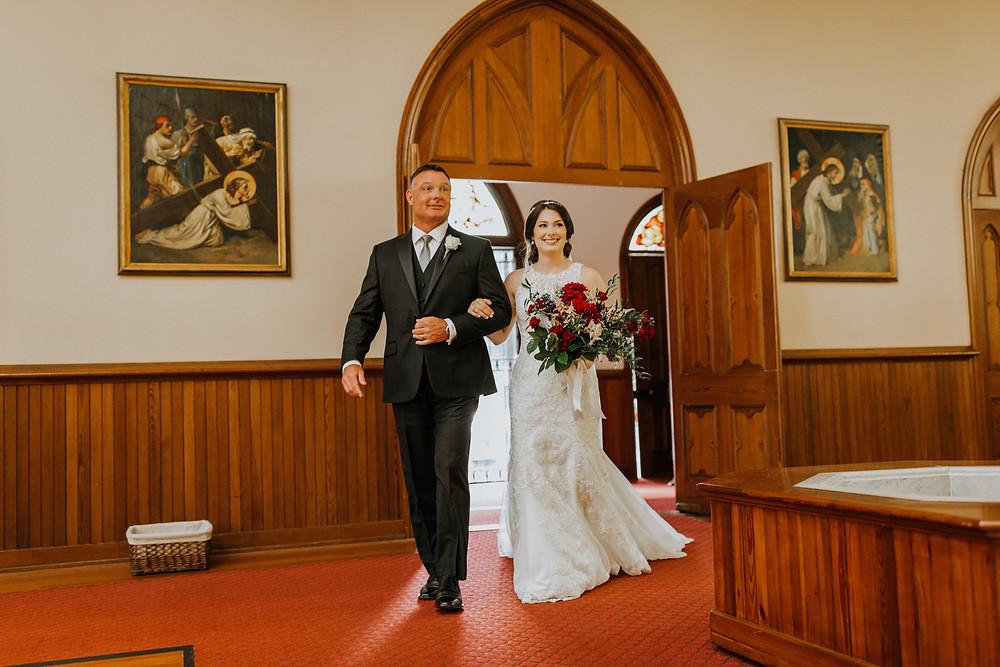 bride & father walks down aisle