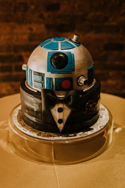 groom's R2-D2  Star Wars Wedding Cake