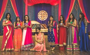 Bride with cousins on Mehndi night