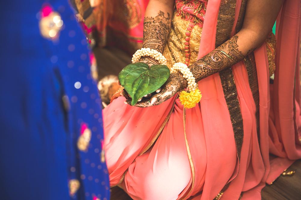 Leaf with henna