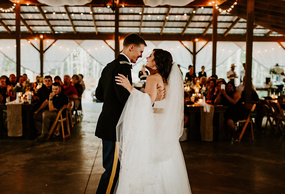 Wedding couple's first dance