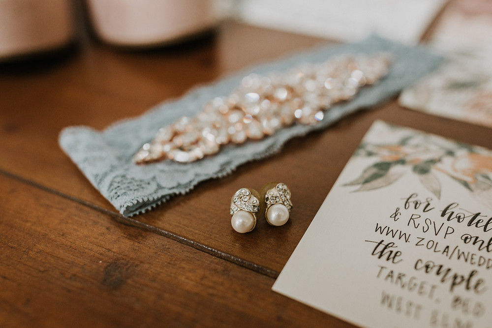 wedding garter and invitation