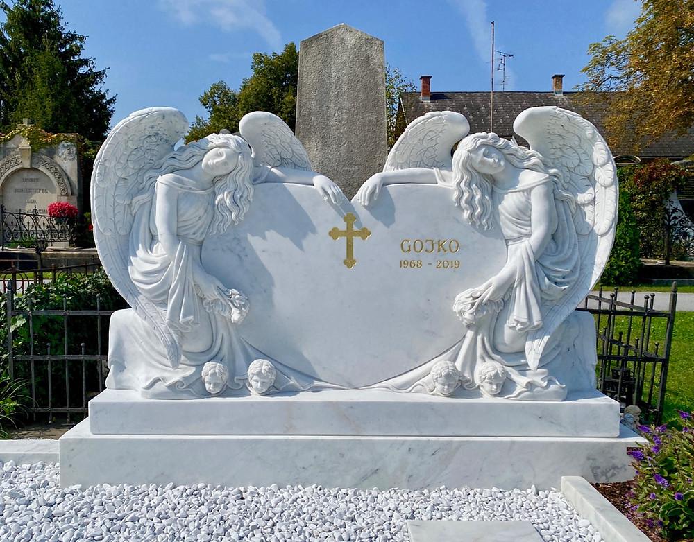 Doppel-Engel aus Marmor
