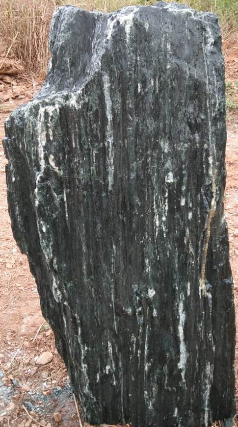 Mittlböck Natursteine Felsen Grabfelsen Granit Spaltfelsen No. 20