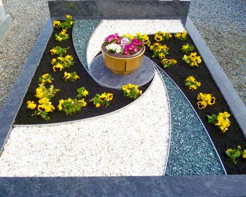 Granit Grabsteine Grabgestaltung Edelstahl Design 49 April2012 004