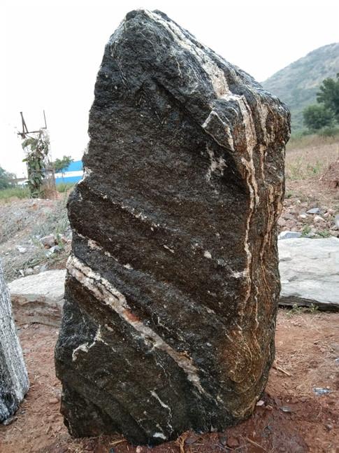 Mittlböck Natursteine Felsen Grabfelsen Granit Spaltfelsen No. 33