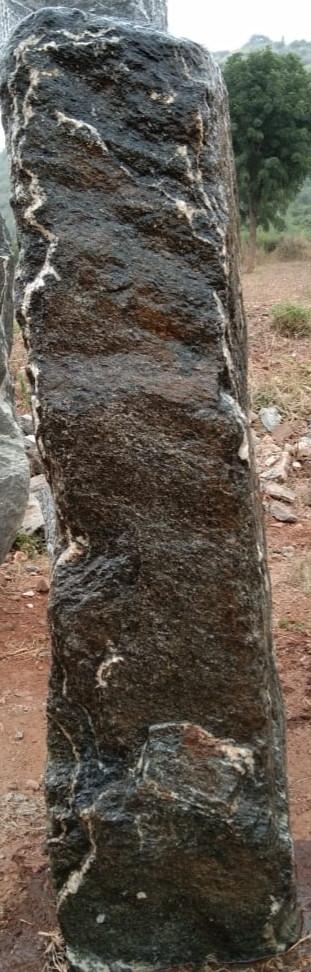 Mittlböck Natursteine Felsen Grabfelsen Granit Spaltfelsen No. 52