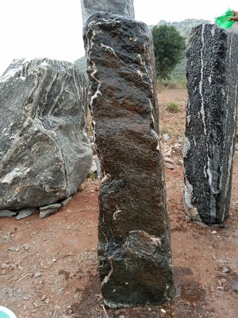 Mittlböck Natursteine Felsen Grabfelsen Granit Spaltfelsen No. 43