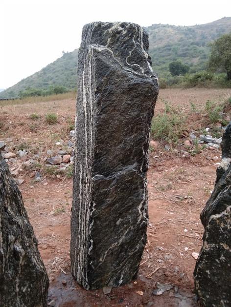 Mittlböck Natursteine Felsen Grabfelsen Granit Spaltfelsen No. 35