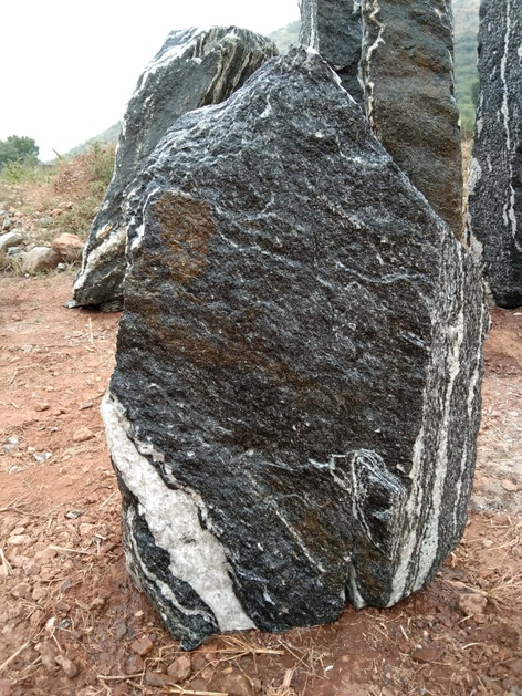 Mittlböck Natursteine Felsen Grabfelsen Granit Spaltfelsen No. 50