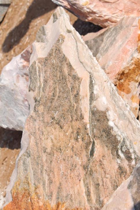 Mittlböck Natursteine Felsen Grabfelsen Marmor Spaltfelsen  No. 4