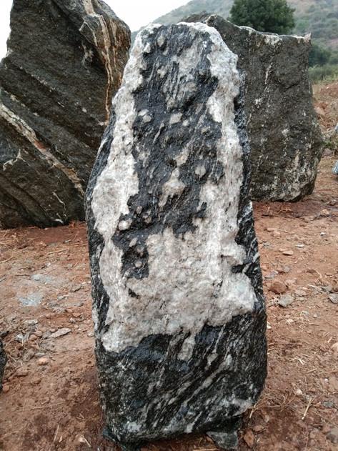 Mittlböck Natursteine Felsen Grabfelsen Granit Spaltfelsen No. 41
