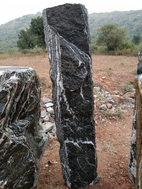 Mittlböck Natursteine Felsen Grabfelsen Granit Spaltfelsen No. 40
