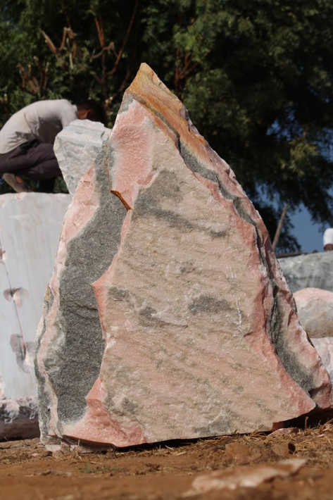 Mittlböck Natursteine Felsen Grabfelsen Marmor Spaltfelsen No. 6