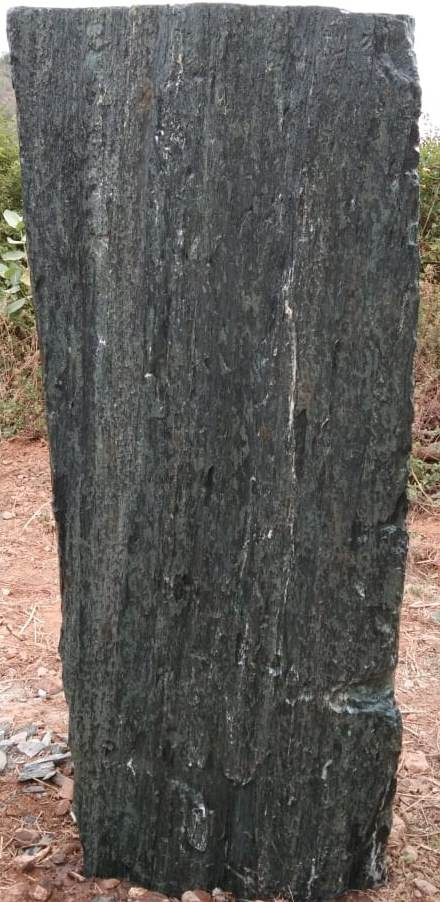 Mittlböck Natursteine Felsen Grabfelsen Granit Spaltfelsen No. 21