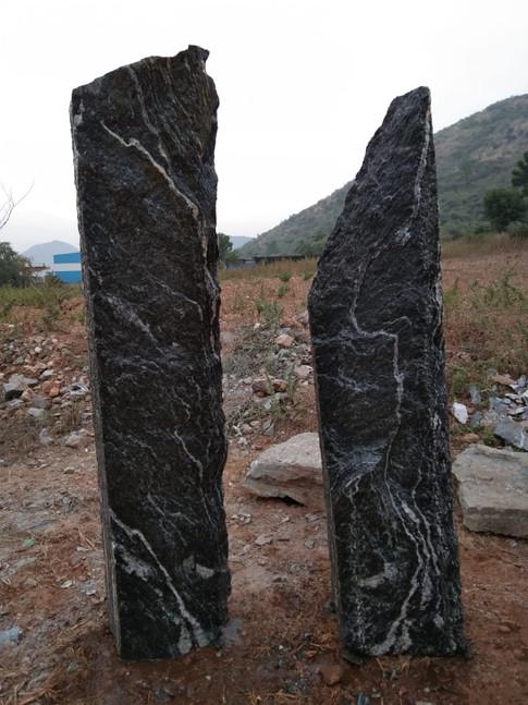 Mittlböck Natursteine Felsen Grabfelsen Granit Spaltfelsen No. 25