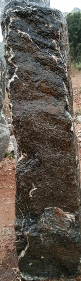 Mittlböck Natursteine Felsen Grabfelsen Granit Spaltfelsen No. 49