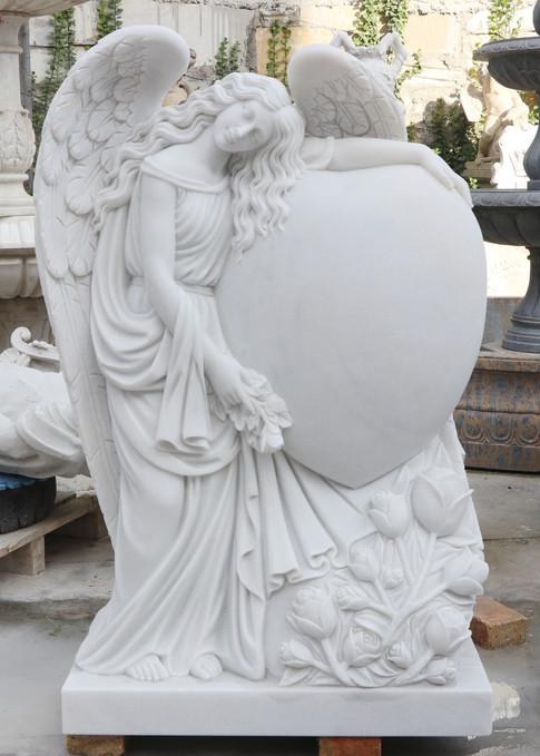 Engel, Engelsfiguren, Marmor, Granit, Grabsteine Wien, Engel mit Herz