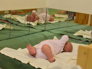 Зачем ребенку зеркало?