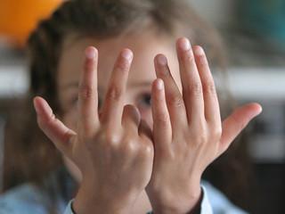 Почему ребенок использует пальцы при обучении счету?