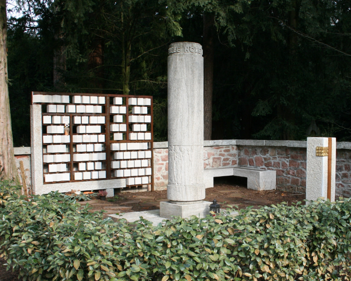 02-Grabmal-Gemeinschaftsgrabmal-Steinmetz-Aschaffenburg