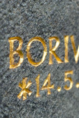 03-Grabmal-Grabstein-Inschrift-vergoldet