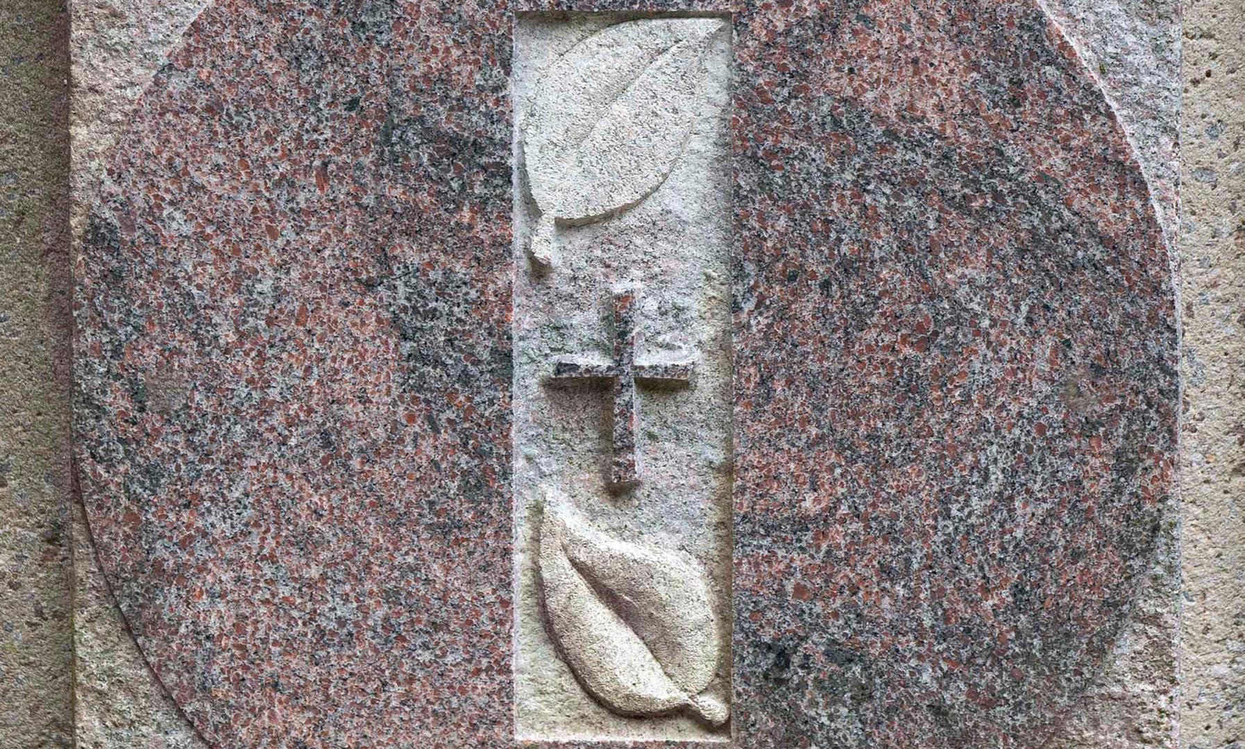 03-Urnenplatte-Urnengrab-Steinmetz-Ascha