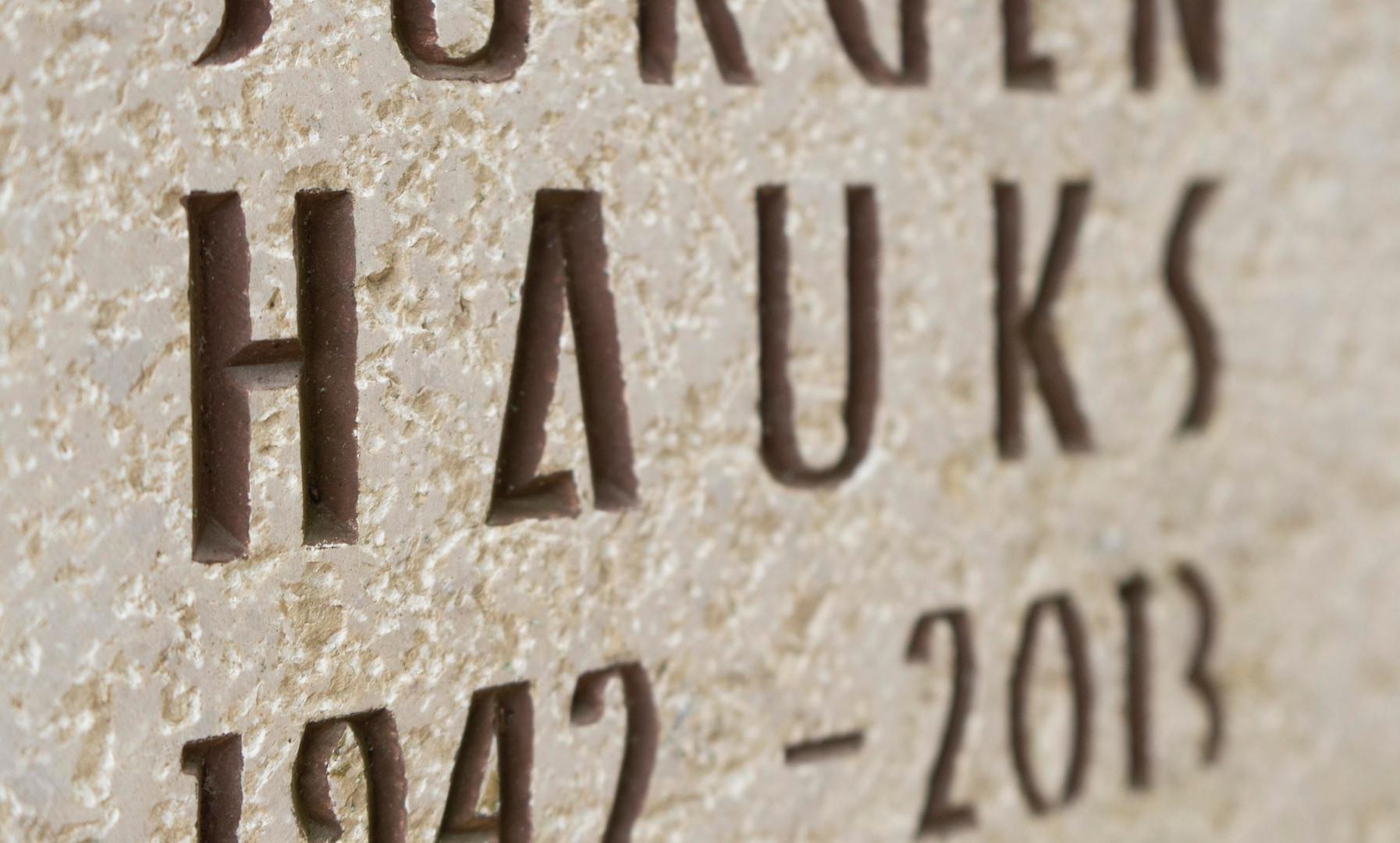 Urnengrab-Urnenstein-Inschrift-Steinmetz