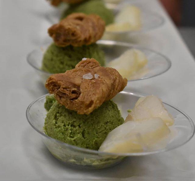 גלידת עשבי תיבול, שמן זית שמוגשת לצד פילטים של דג בקאלה וטוויל של בצק עלים מלוח כבר טעמתם___יש לי מילה אחת לומר WOW!!!!_את שילוב הטעמים והגא