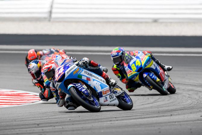Sepang: Rodrigo out, Rossi un punto in rimonta
