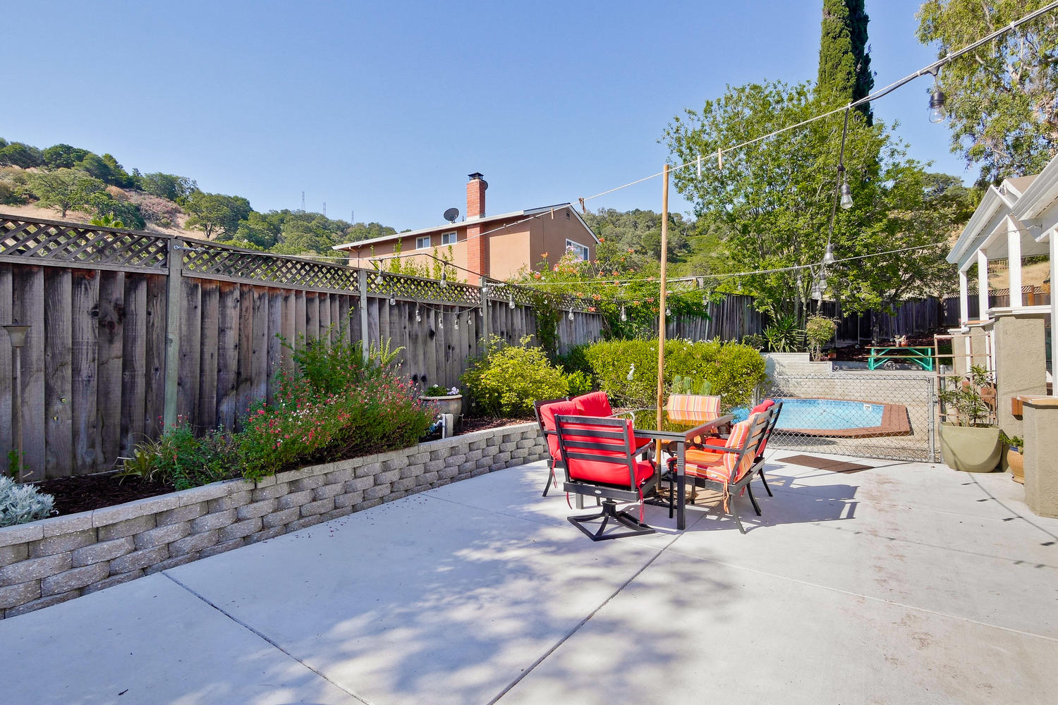 820 Colleen Dr San Jose CA-large-072-15-Entertainers Backyard with-1500x1000-72dpi