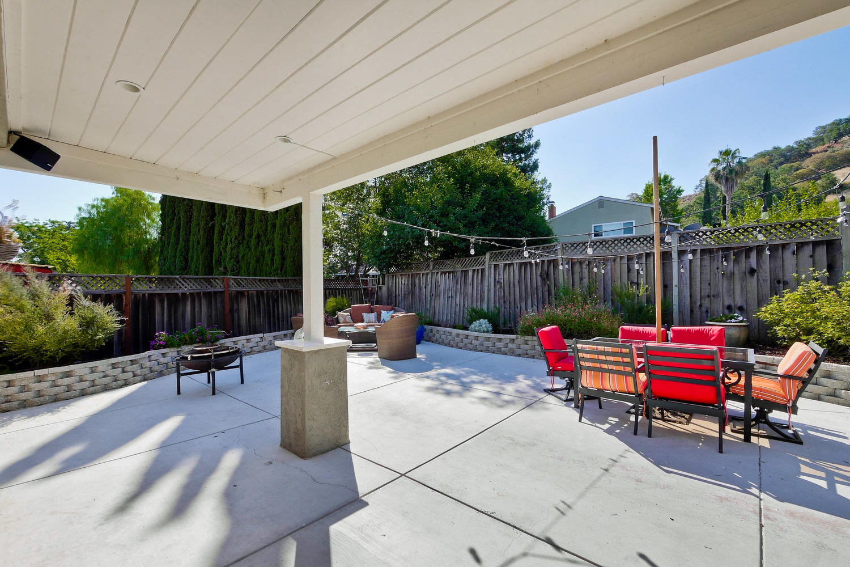 820 Colleen Dr San Jose CA-large-071-19-Entertainers Backyard-1500x1000-72dpi