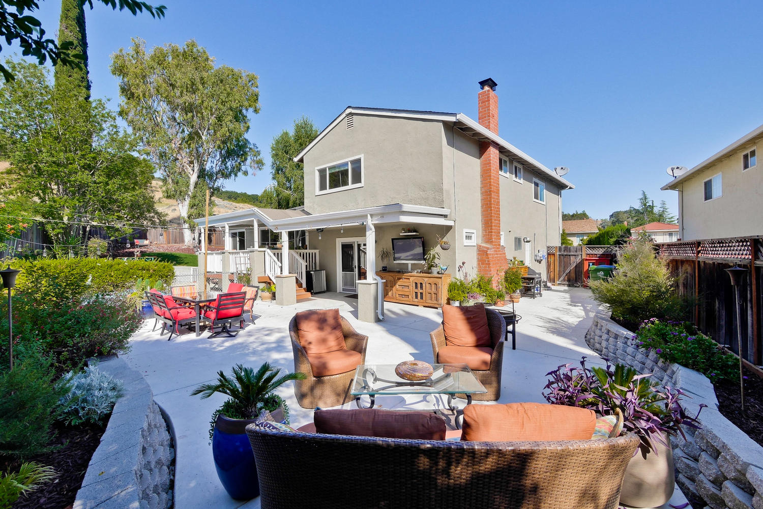 820 Colleen Dr San Jose CA-large-069-16-Outdoor Living Room with Flat-1500x1000-72dpi
