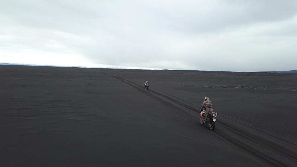 Raid2roues, islande,F910,f-910,voyage à moto,roadtrip,off road, tout-terrain, désert de sable noir, volcans, glaciers,