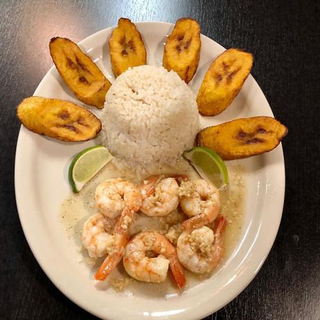 Shrimp with Garlic-lime Sauce and Sweet Plantains  Camarones con Salsa de Ajo y plátanos