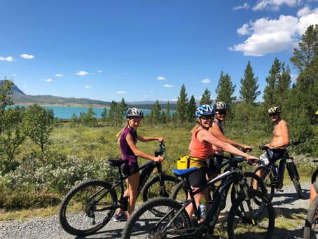 El-sykkeldag over fjellet med innlagt bållunsj med Arne Brimi.