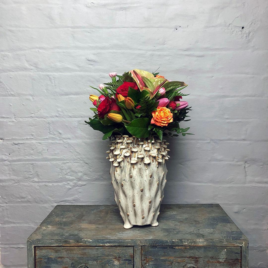 Mushroom vase med egg pale flowers dista