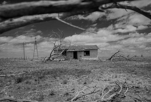 abandoned bnw.jpg