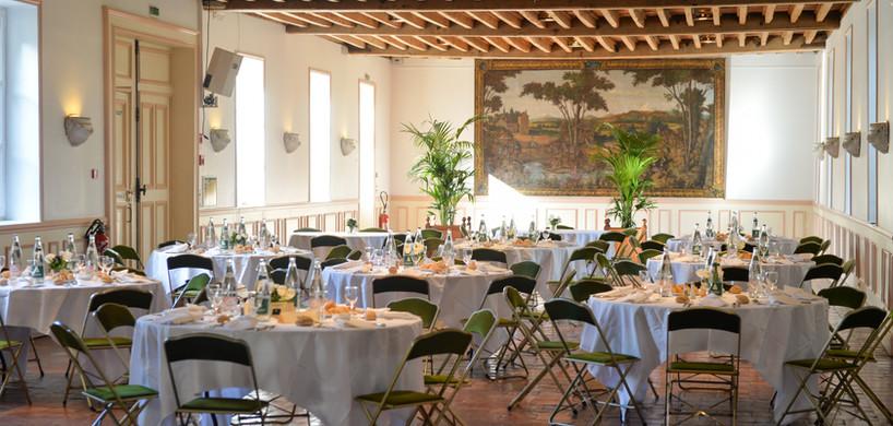 Tables dressées au Salon Ouest