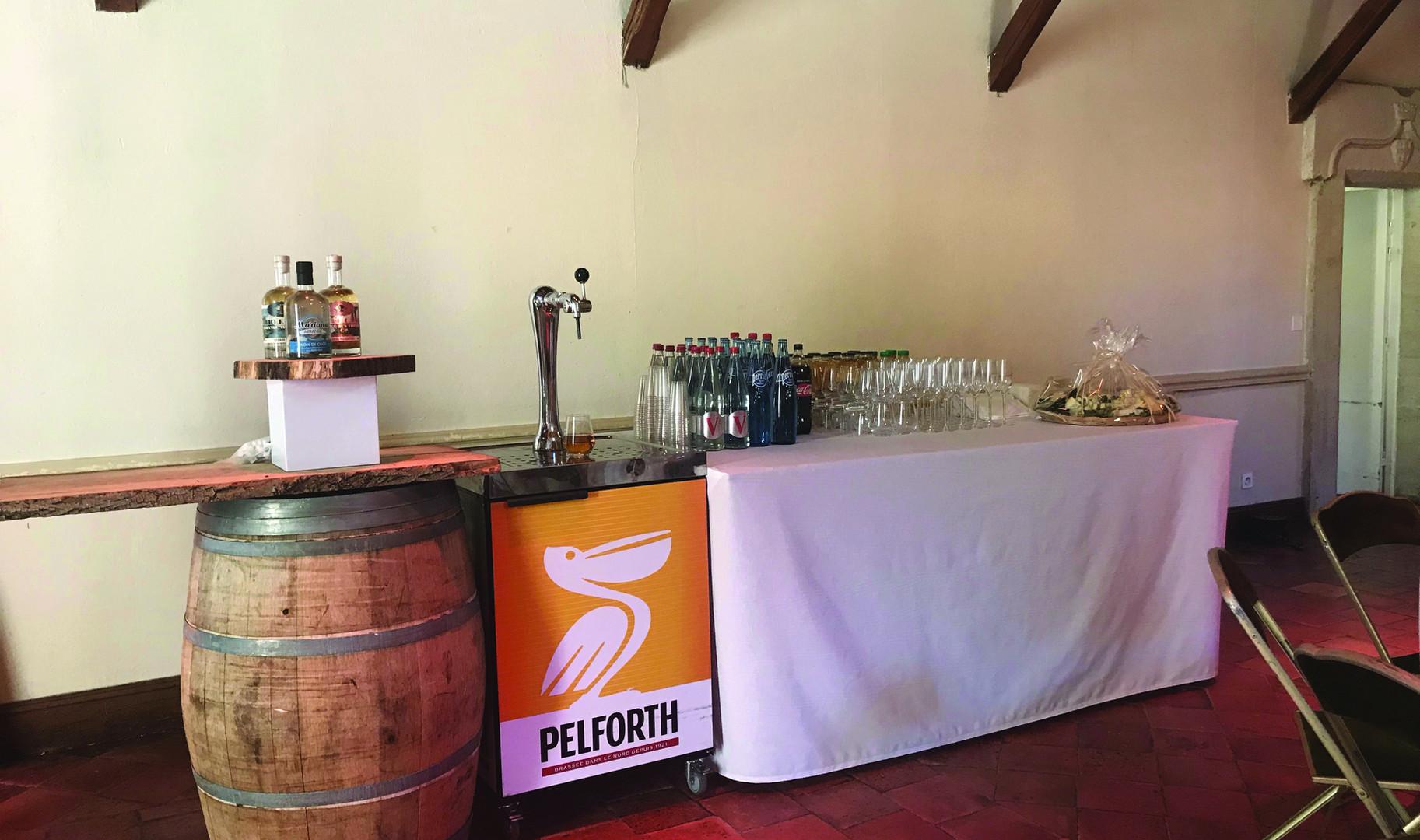 Buffet de boissons et tireuse à bière