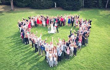 Photo de groupe dans le jardin du Clos