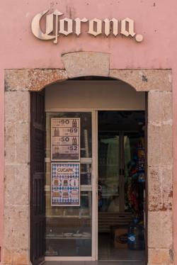 a porta da igreja