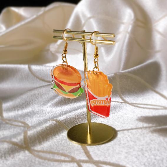 No.3 ハンバーガーとポテトのピアス 斜め.png