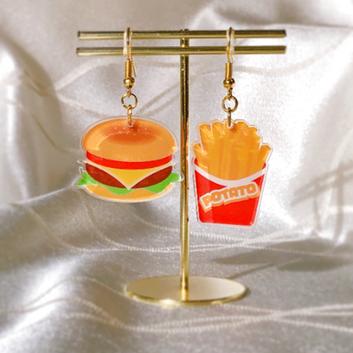 No.3 ハンバーガーとポテトのピアス 正面2.png