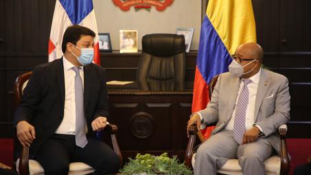 Presidente Cámara Diputados recibe visita del Embajador de Colombia en RD, tratan diversos temas