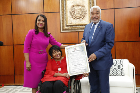 Diputados reconocen activista por los derechos de los discapacitados